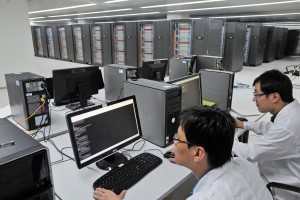 A picture made available on 29 October 2010 shows engineers working on the Tianhe-1A supercomputer at the National Center for Supercomputing in north China's Tianjin Municipality, 29 October 2010. China disclosed on 28 October that the capacity of the supercomputer had been expanded to 2.507 petaflops, the equivalent of 2,507 trillion calculations, per second to be the world's fastest computer, taking over the top place long held by the United States. EPA/GENO ZHOU EPA/GENO ZHOU +++(c) dpa - Bildfunk+++